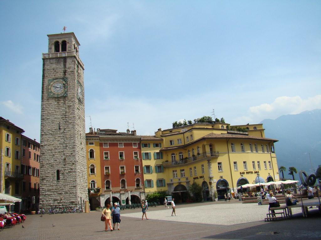 Riva del Garda Plaza 2 de Noviembre Italia 05