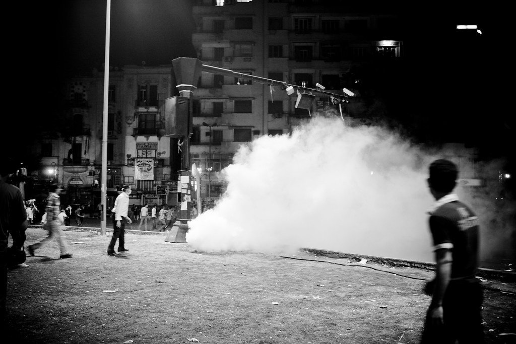 Police cracks down on martyrs' families in Tahrir الداخلية تضرب عائلات الشهداء بقنابل الغاز وخراطيش الرش والرصاص المطاطي