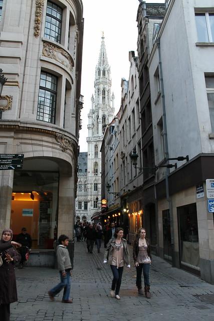 Hôtel de ville depuis la rue char et pain