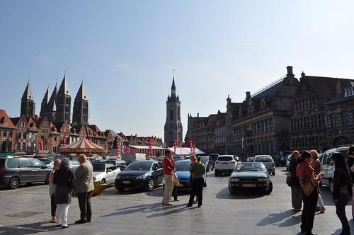 2011.09.25.091 TOURNAI - Grand'Place - Cathédrale Notre-Dame de Tournai · Beffroi