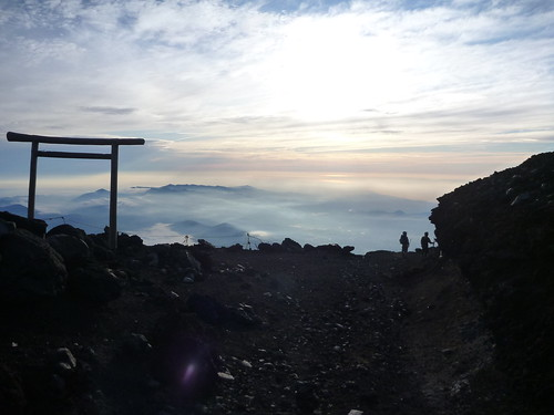 下山, 一合目から富士山に登る Climbing Mt.fuji, from the starting point of Yoshidaguchi Climb Trail