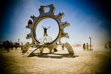 542BurningMan2011_MikeHedge_8482_7D
