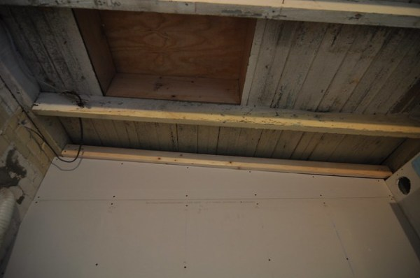 Roof access hatch and wall