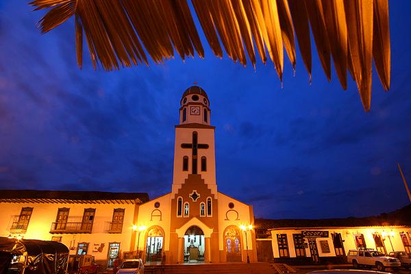 Imagen de la Plaza Bolívar de Salento y su Iglesia Principal