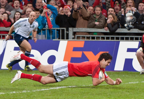 Conor Murray dives over the line