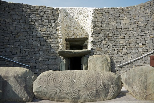Light box and entrance to Newgrange by wynnert