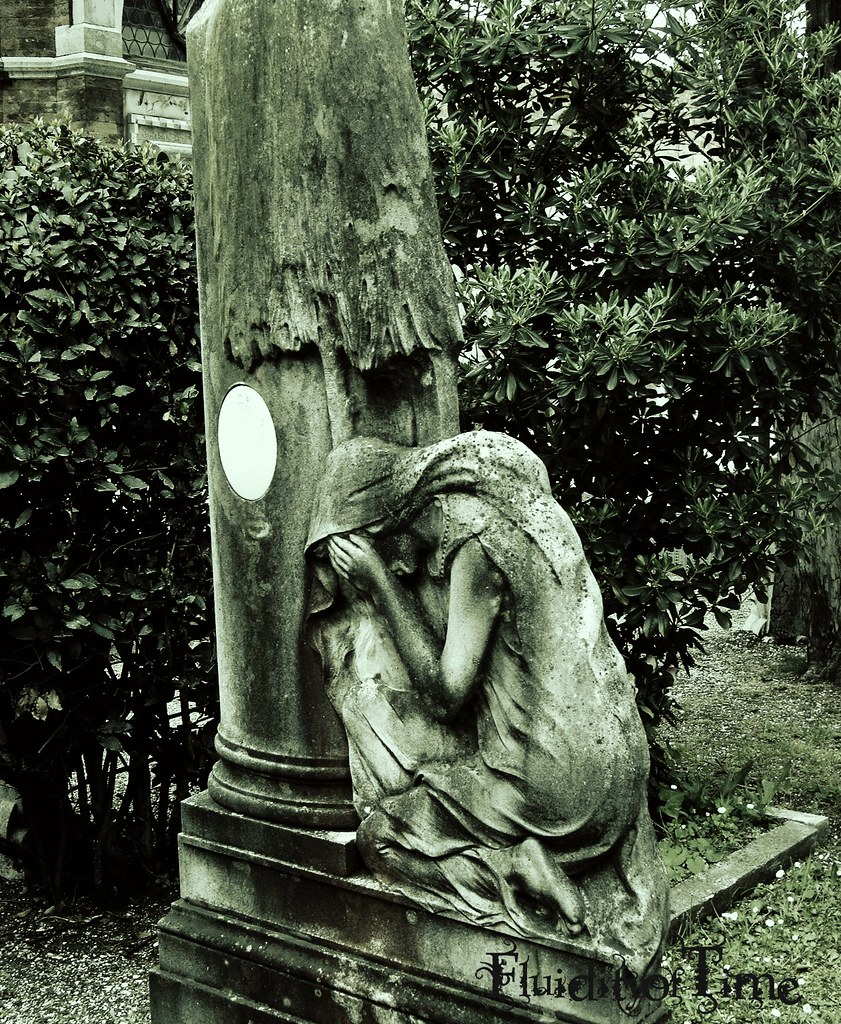 San Michele, Venice-weeping angel