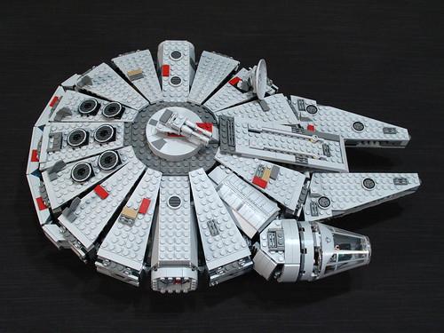 7965 Millennium Falcon Review