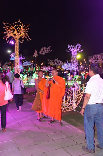 20120122_2453_monks