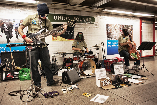 new york city subway / metro / underground musicians