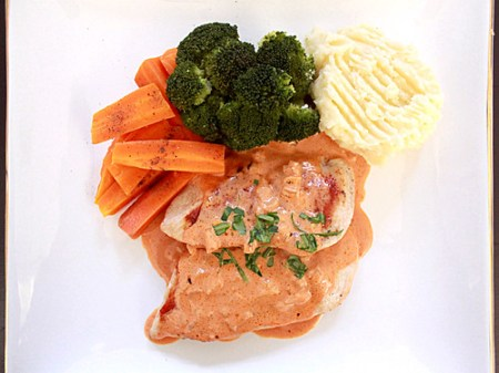 grilled chicken with creamy napolitana sauce