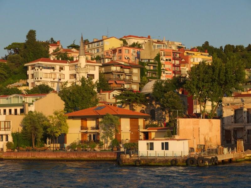 Bosphorus waterfront houses