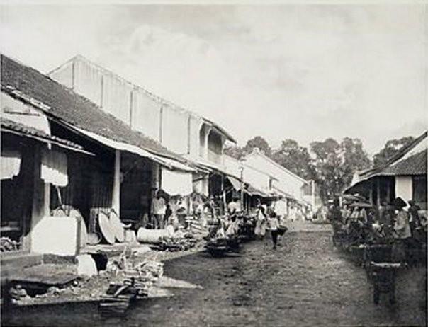 Winkelstraat in de chinese wijk, handelwijk te buitenzorg (1910)
