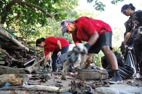 037pre-national-day-cleanup-lim_chu_kang-06aug2011[kpinto]