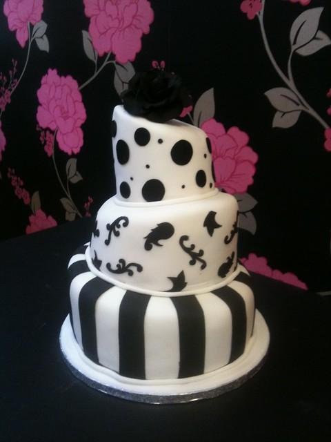 Cirencester Cupcakes - Gemma & Dave's Mini Wonky Wedding Cake