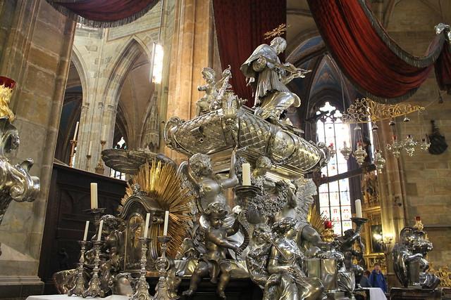 Autel à la mémoire de Saint Jean Népomucène, Cathédrale St Guy, Prague