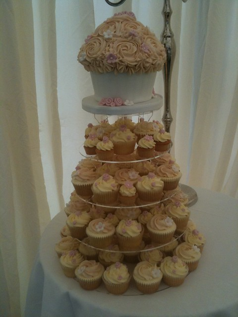 Cirencester Cupcakes - Beth & Scott's Pretty in Pink Wedding Cupcake Tower