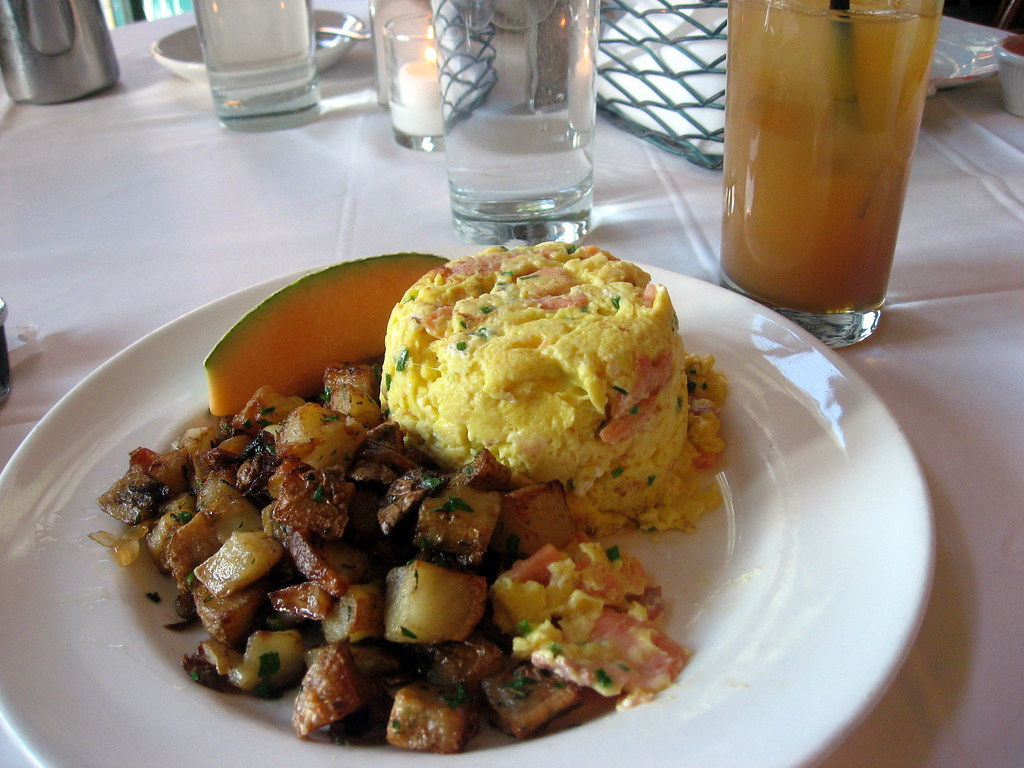 Smoked Salmon Scrambled Eggs with Apple Cider cocktail