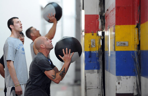 Original image appears in http://chiropractorlasvegas-thejoint.com/boca-park/crossfit-newbie-heres-what-to-expect/