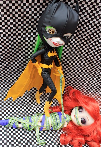 272/365 So how exactly did Duela get such a snazzy batsuit?