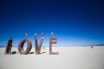 692BurningMan2011_MikeHedge_9083_7D