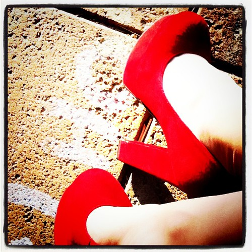 Red Shoes - oh, how you make me happy! Sunshine from @WittnerShoes . :-)