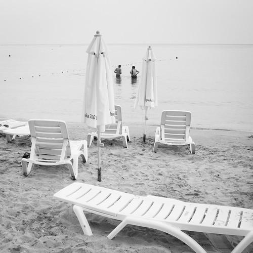 Seuls sur une plage abandonnée (Bulgarie) - Photo : Gilderic