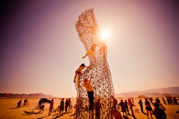 642BurningMan2011_MikeHedge_8892_7D