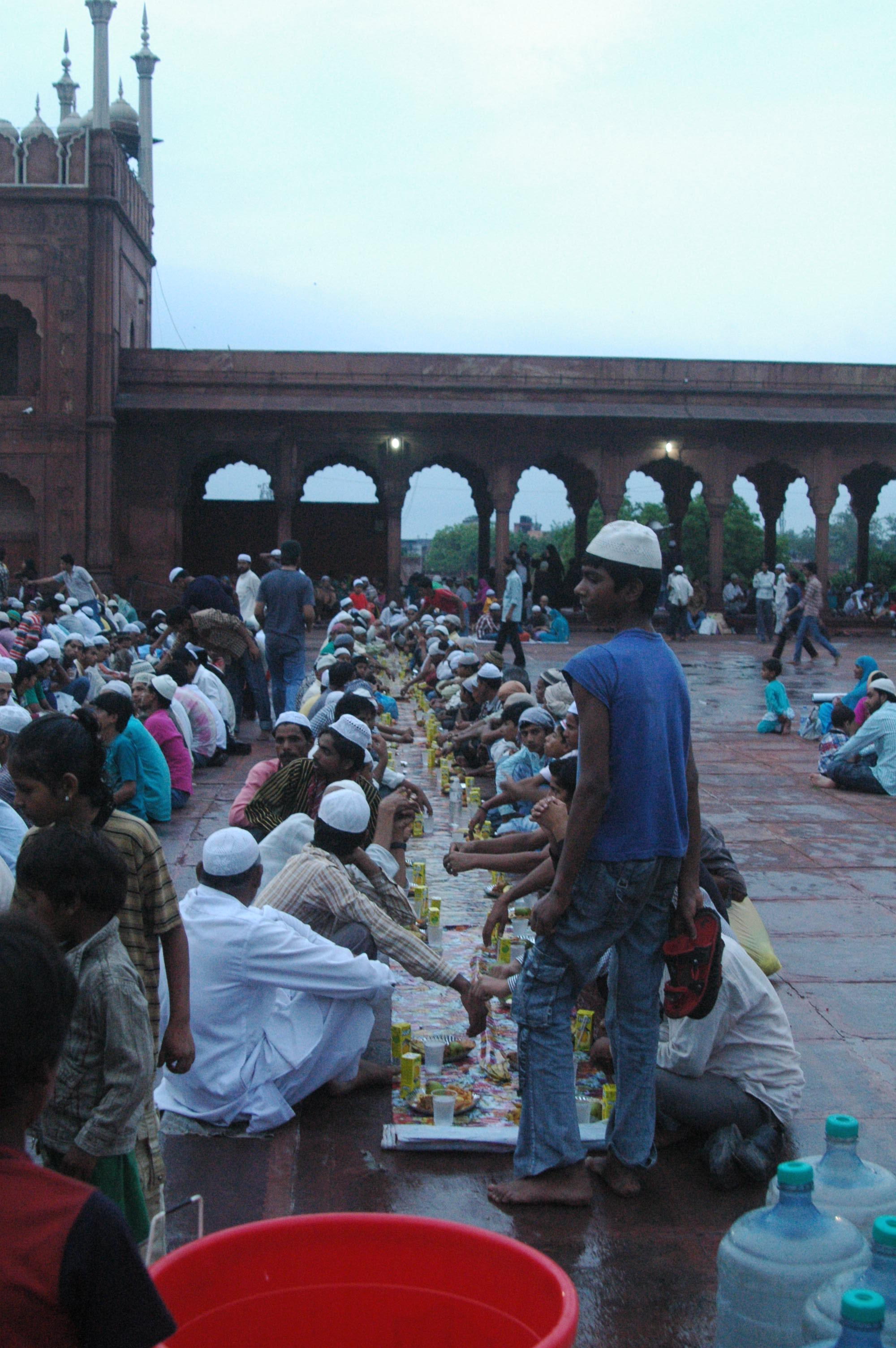 Samaritans make sure that every devout breaks the fast in a dignified manner