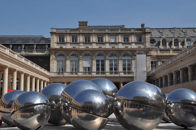 http://hojeconhecemos.blogspot.com/2012/07/do-palais-royal-paris-franca.html