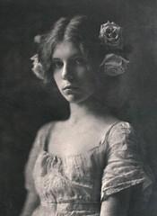 Rosa Rosarum, 1901, by Mathilde Weil