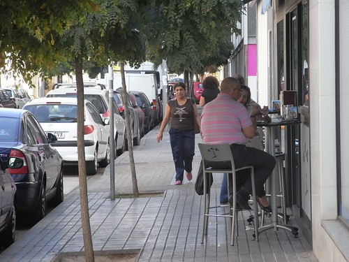 Veladores en calle Rafael de la Hoz.