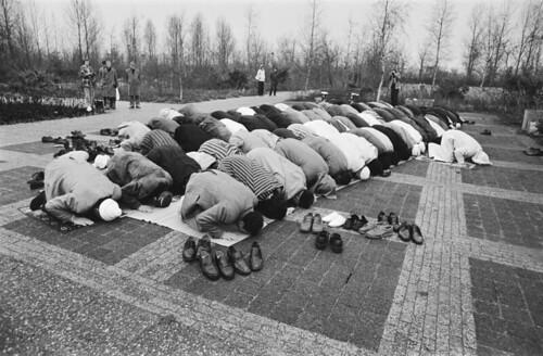 Ingebruikname Islamitische begraafplaats / Praying Muslims (new Islamic graveyard)