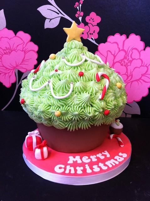 Cirencester Cupcakes - Christmas Tree Giant Cupcake