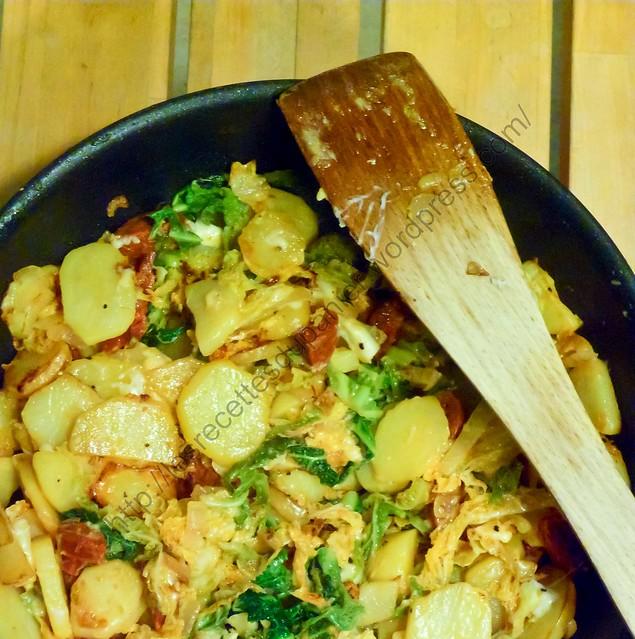 Poêlée de pommes de terre, chou frisé, chorizo et chèvre / Potato, Cabbage, Chorizo and Goat Cheeese Pan Roast