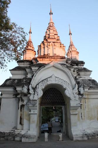 20120123_2578-Wat-Suan-Dok-gate