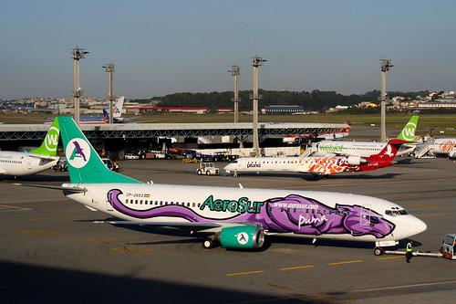 Boeing 737-400 da AeroSur @ SBGR by Aidan Formigoni