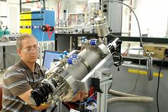 Atomic layer deposition - powder coating reactor