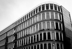 Curvered building