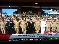 Mohamed Morsi standing with army commanders
