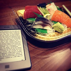 Solo dinner: Sushi & Kindle