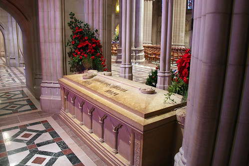 Woodrow Wilson tomb 04 - South Nave Bay F - National Cathedral - DC