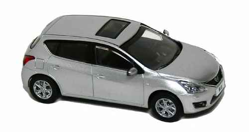 Cararama Nissan Tiida