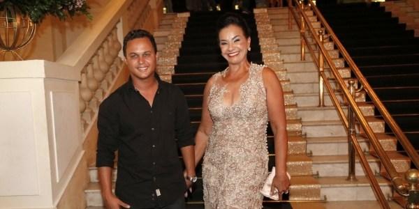Solange Couto realiza sonho de adolescência e faz festa de debutante aos 60