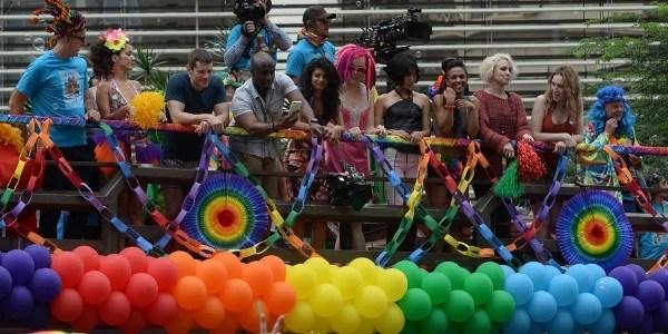 """Gravações de """"Sense8"""" reúne fãs na Parada Gay de São Paulo"""