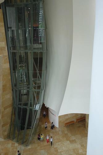 Des ascenseurs permettent d'accéder aux 3 étages du musée.