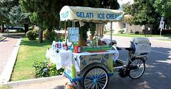 """Der Eiswagen. Die Eiswagen. Beim Eiswagen gibt es leckeres Speiseeis. • <a style=""""font-size:0.8em;"""" href=""""http://www.flickr.com/photos/42554185@N00/27928335791/"""" target=""""_blank"""">View on Flickr</a>"""
