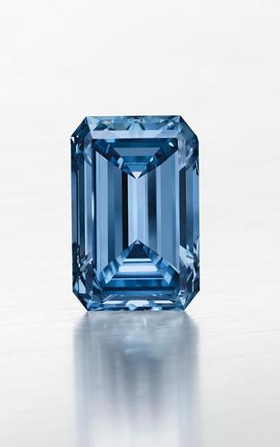 Самый дорогой в мире голубой бриллиант продали | фото, цена