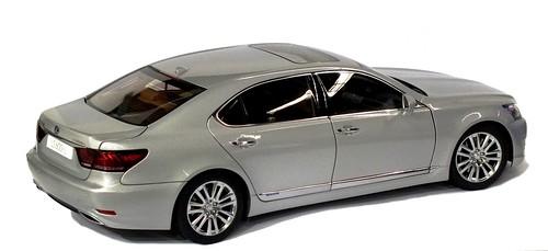 AutoArt Lexus LS 600 hL (2)