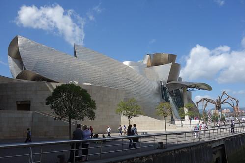 Bientôt, se dessine les courbes compliquées d'un grand musée !